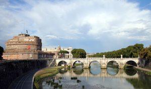 Lee más sobre el artículo Leyes y kratom: los casos de Reino Unido e Italia